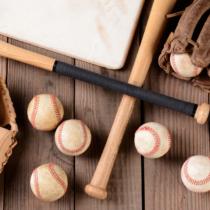 バットやボールは、試合に使えなくなったからといって捨ててしまうわけではない