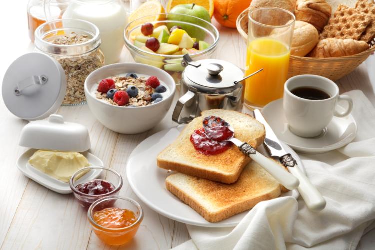朝にマストな食事や栄養成分とは?