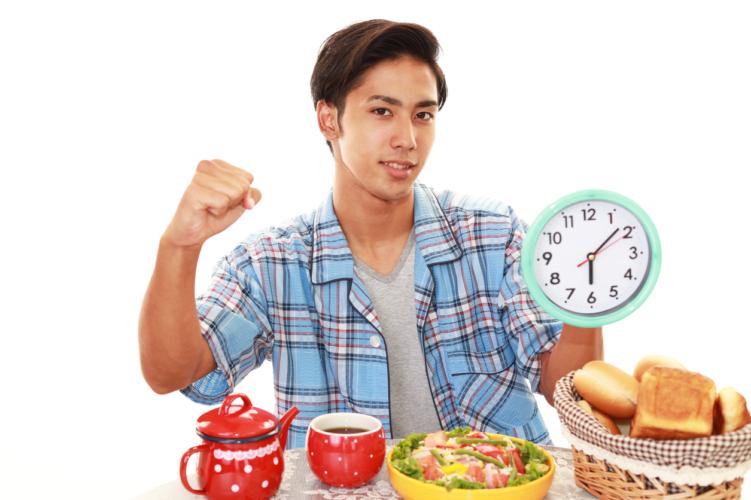 朝は筋肉が分解されやすい!