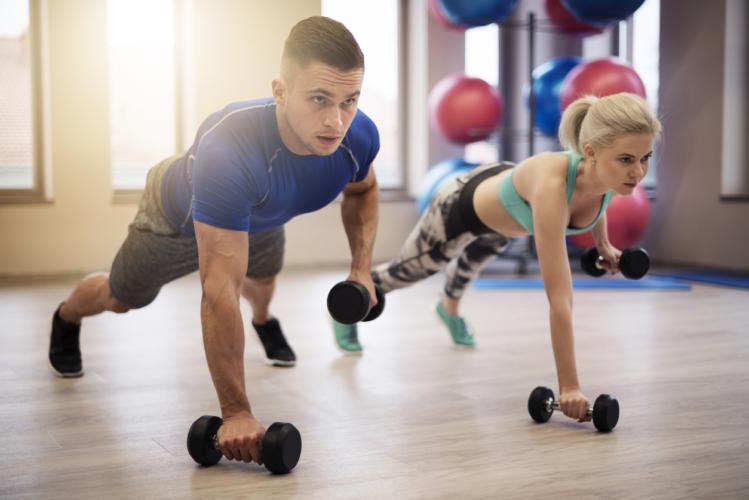 胸と背筋を一気に鍛える方法