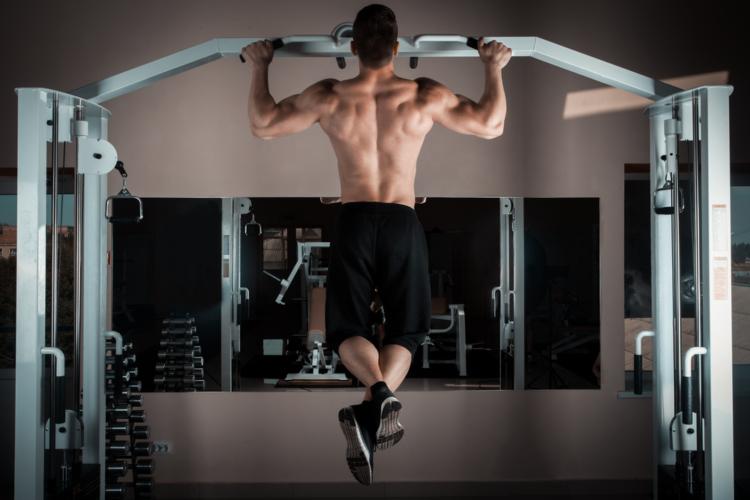 背中全体を一種目だけで鍛える方法とは?