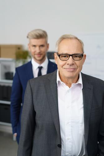 年功序列でない組織では若い上司もあたり前です。