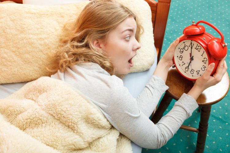寝過ごし、昼の眠気に注意