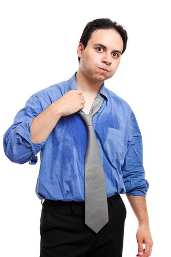 シャツの脇の下にあたる部分に汗取り専用の吸水パッドを貼り付けてしまう方法もあります