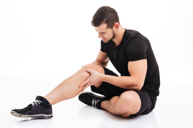 足が攣る原因はなんでしょうか。