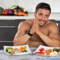 筋肉をつけるにはタンパク質メインだけではダメ…?