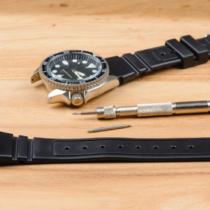 時計のベルトを交換するだけでオンとオフを演出