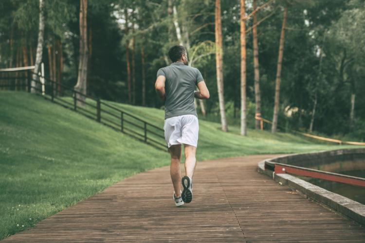 タイムを計ることも容易で自分の成長を実感しやすいジョギング