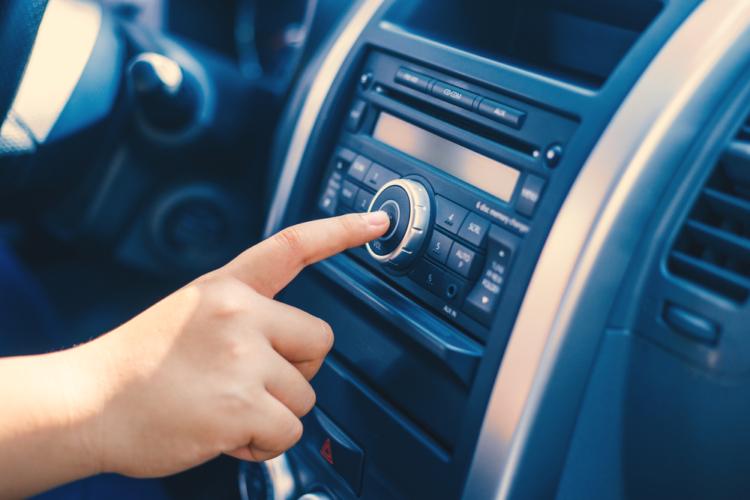 オーディオレス車のオーディオスペースを塞ぐ方法