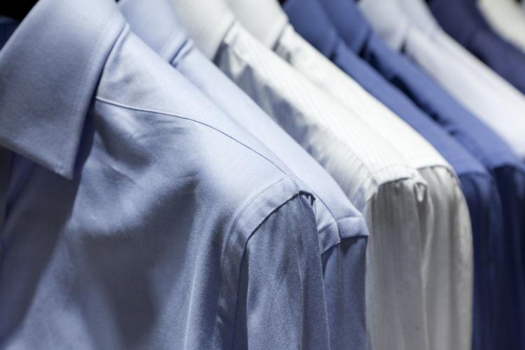 ビジネスマンのスーツスタイルにおいて、例外なく必要となるアイテムがワイシャツです。