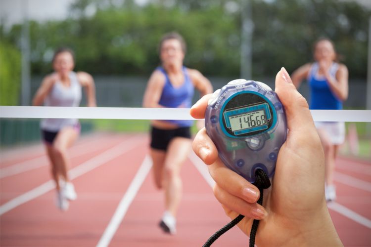 ジャンプ力はジャンピングスクワットで鍛えるのが最も短時間で効率的です