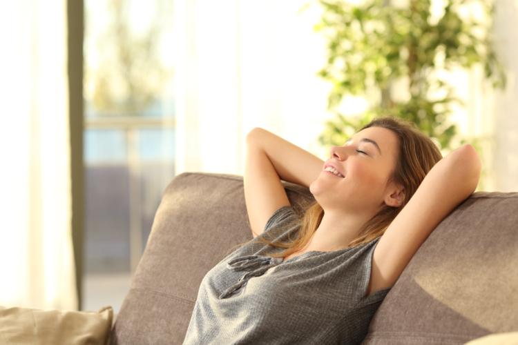 座り心地の良いソファーは女性の気持ちを豊かにします。