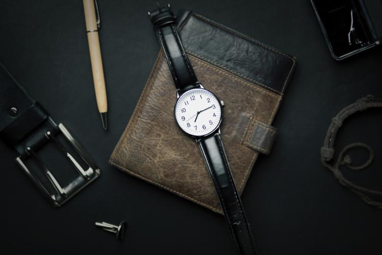 時計や財布にも気を抜かない