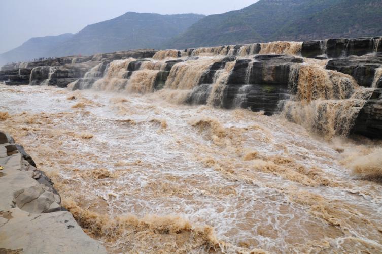黄河を渡ろうとすれば氷が川を塞ぐ、太行に登ろうとすれば雪が天を暗くする