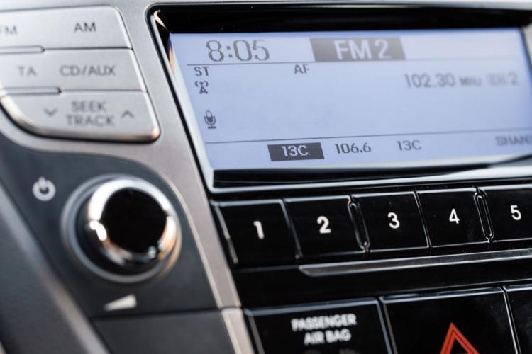 ラジオが聴ければよいなら純正品でOK