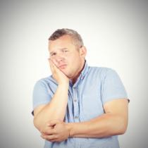 口の中が部分的に臭っているときには、歯の骨折である『歯根破折』かもしれません。