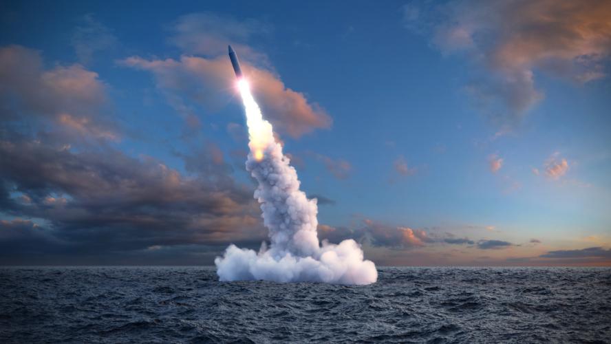誘導弾には、有線式のものと無線式のものがあります。