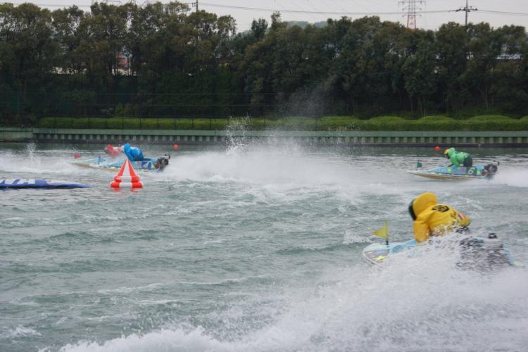 宮島競艇場は海水を利用しており潮位の差が大きいという特徴があります。