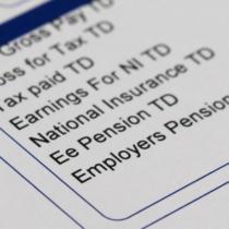 給料が上がるのは年に1回が一般的な社会では、毎月の給料明細を見ないオヤジも少なくないようです。
