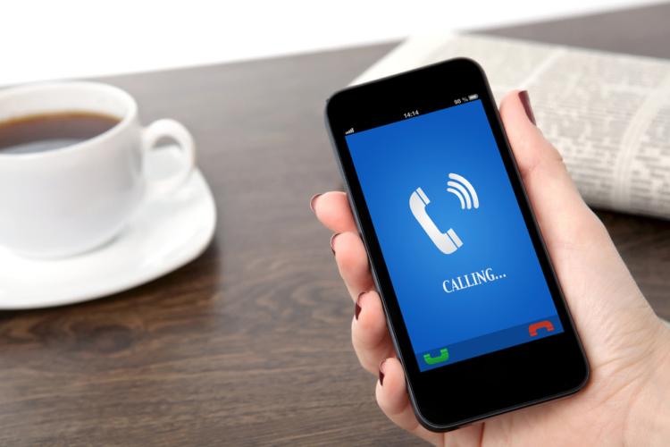 本当に相手との打ち合わせを優先するなら、そもそも携帯電話の電源を切っておくべきでしょう。