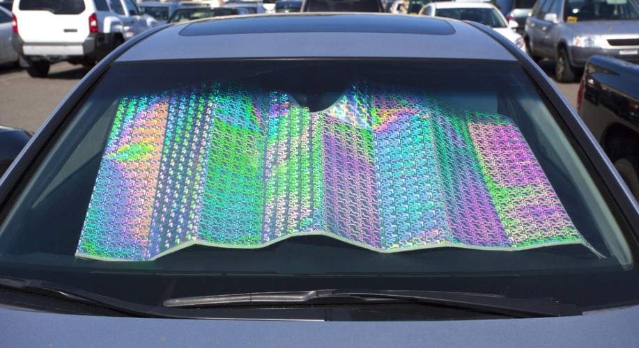 車内の高温対策に適したアイテムをご紹介します。