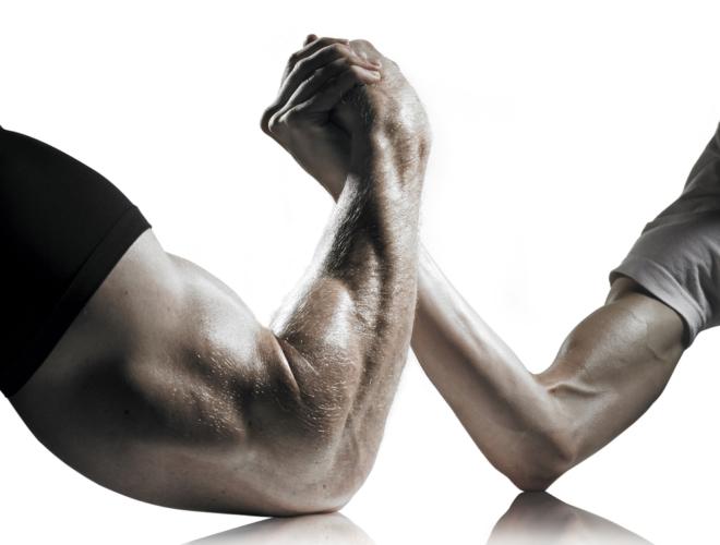 軽めの負荷で別の種目を行い、軽く大胸筋を疲労させてから高重量種目を行うというテクニックもあります。