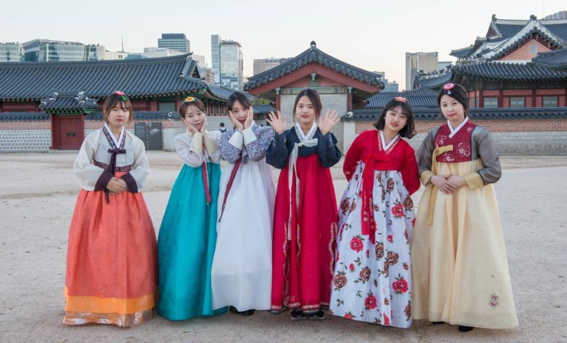 韓国美女と言えば、一般には美の為には平気で整形を繰り返すのがその実態とも言われています。