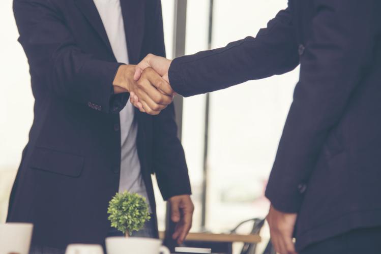 仕事において社外の人から信頼されるために気をつけたいポイントを紹介します。