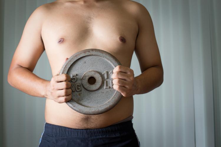 下がる乳首の位置を元に戻すには、大胸筋を鍛える必要があります。