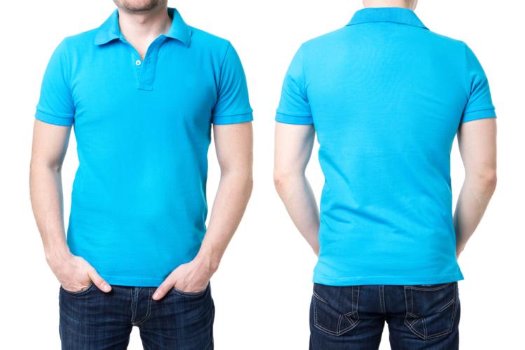 海の色に合わせて水色のポロシャツなんてのもファッショナブル