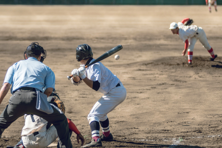 野球の審判と聞いて多くの人がイメージをするのは、捕手の後ろでコールをする球審のことではないでしょうか。