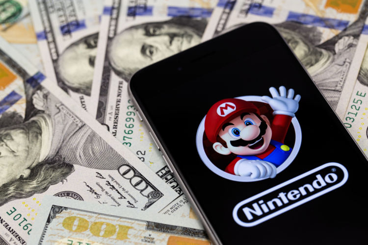 ゲーム機とソフトが売れて、マリオでなんぼの製造業である一企業に「PER100倍」がつくことは異常事態である。
