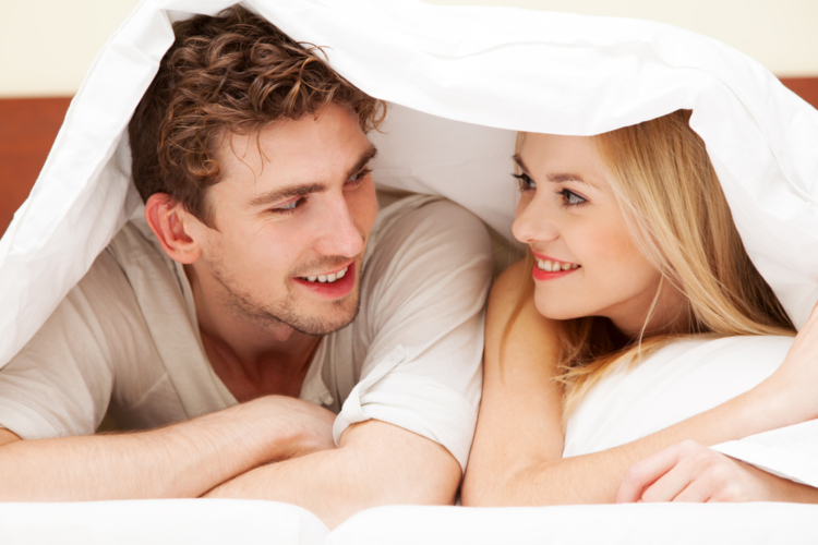 ベッドで男性経験を質問しながら