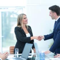 立場に関係なく信頼されるビジネスマンは、決して「自社の悪口」を言わないものです。