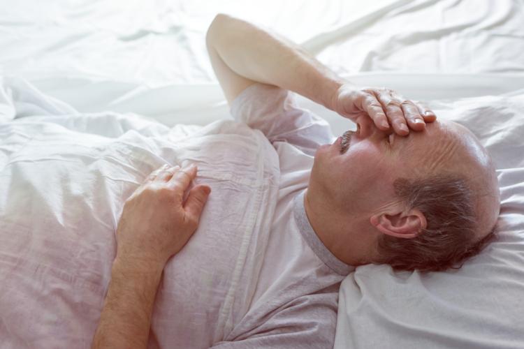 寝ているのに体がこってしまう原因とは