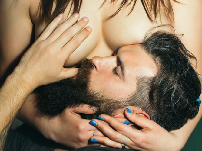 乳首に吸い付くのはDNAによる