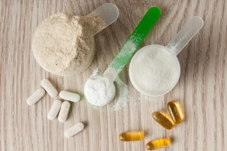アミノ酸は人間の体にとって必要不可欠な成分ですが、やはり食事だけでは補いきれません。