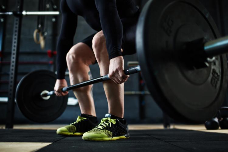 筋トレを行うのに最も適したシューズはパワーリフティング用のシューズです。