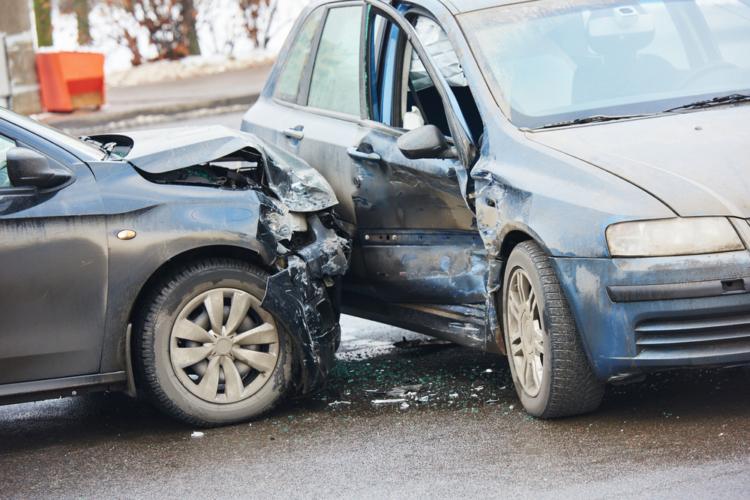 事故の際、身を守るためにもドラレコの導入を。