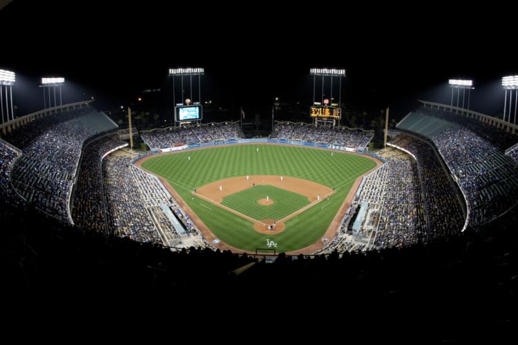 プロ野球の球場は、どこも同じ大きさで作られているわけではありません