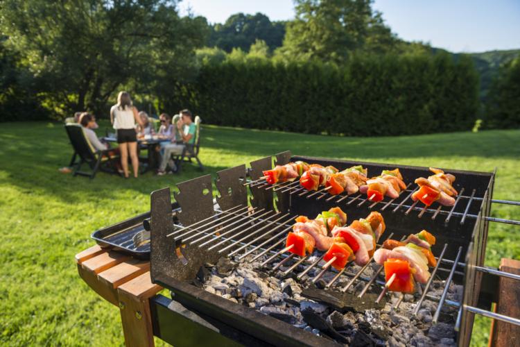 キャンプでアウトドア料理を簡単に作るコツとしては下準備を自宅で行っておくことです。