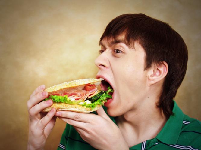 食事量を増やすだけで筋肉がつく場合も