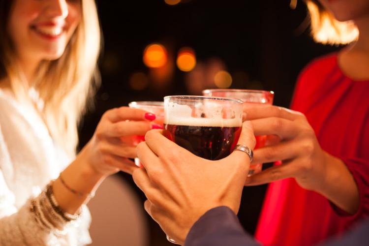 アルコール依存症はゆっくりと時間をかけて心身に悪影響を及ぼしていきます