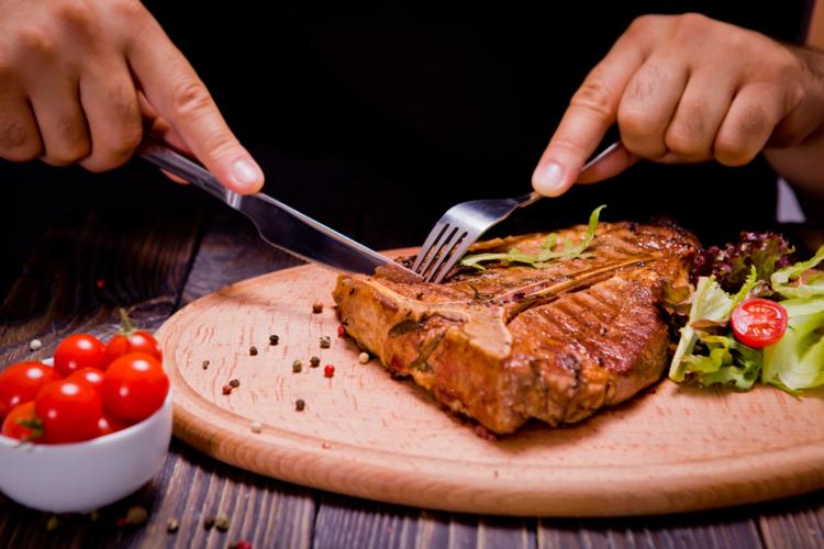 まずは肉を中心に