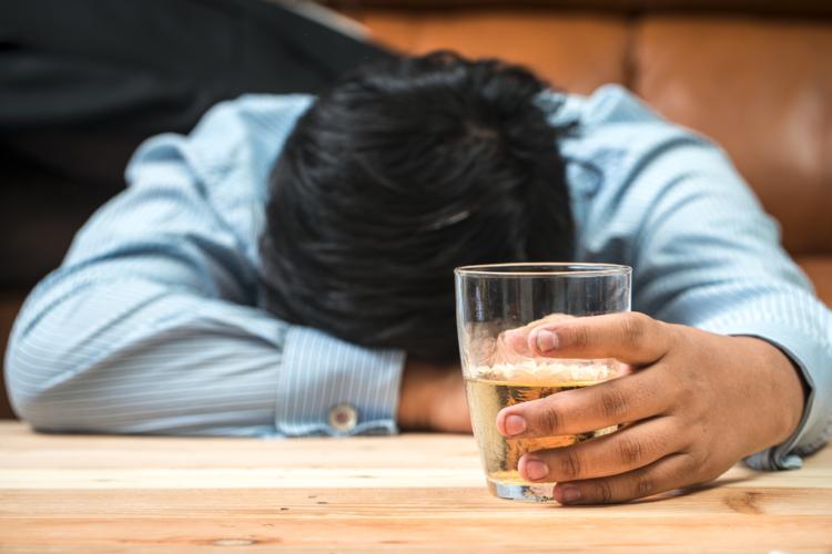 アルコール依存症であることを認めない人が多い
