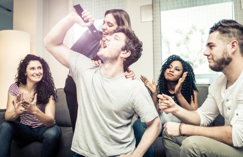 カラオケでは上手に歌おうとしない