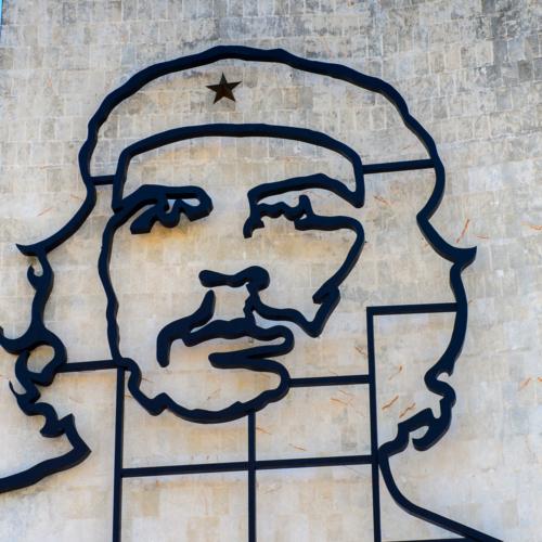なぜ敵対するキューバ領内に存在するのか