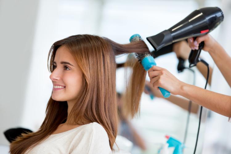 髪の毛のメンテナンスにかかる経費