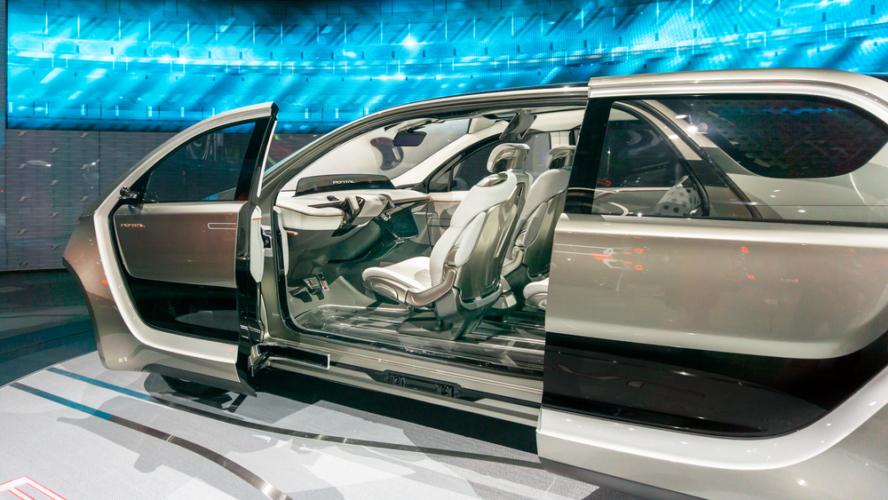 海外にあるミニバンには日本車もあれば外車もあります