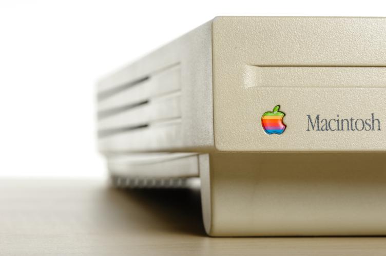 以前はアップル製品が発表されると、これから何か起こるかもしれない、日々が激変するかもしれないという期待を抱かせてくれました